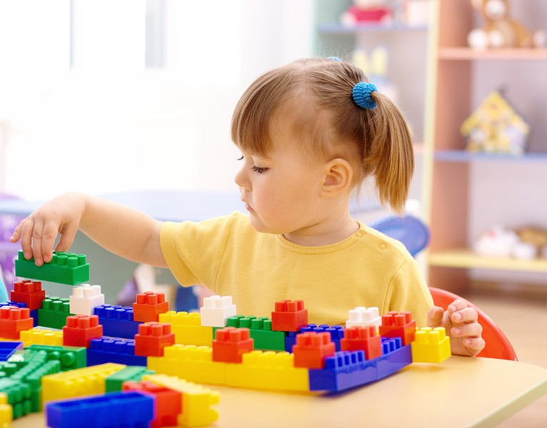 girl_with_blocks